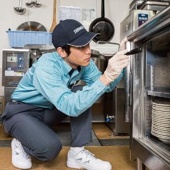 定期的に事業所の厨房、ご家庭の害虫駆除サービスにお伺いするお仕事です。